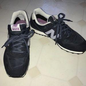 New Balance 696 Shoe
